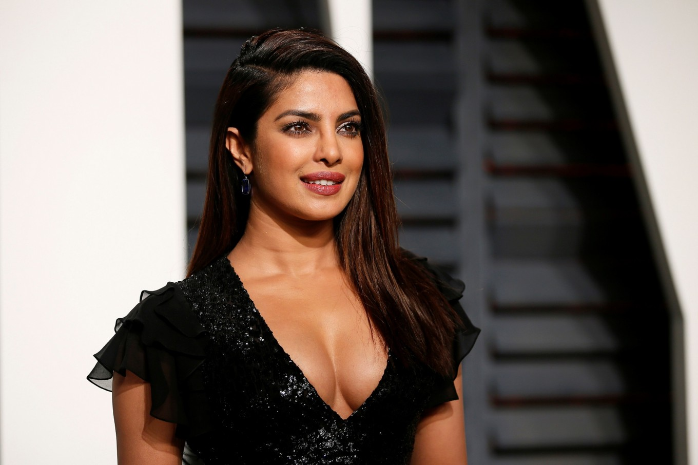 Bollywood Actress Priyanka Chopra Hot