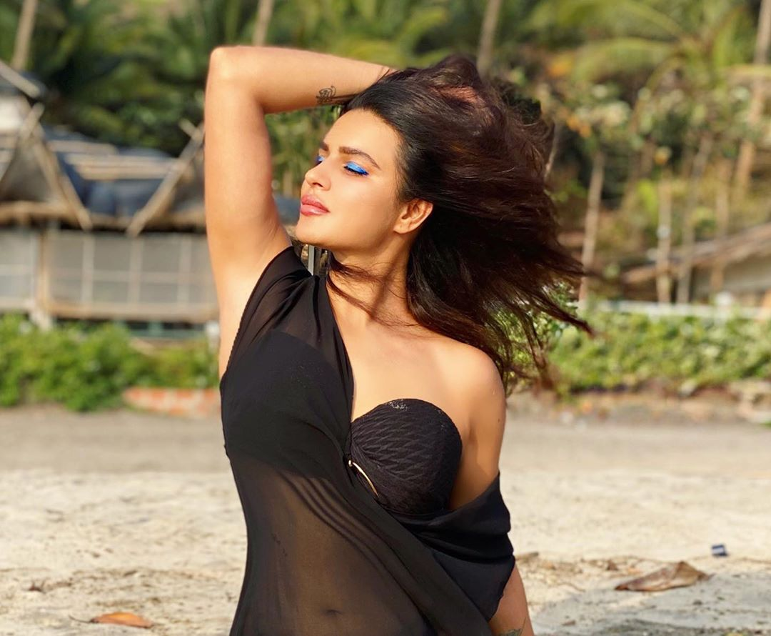 aashka goradia instagram hot wallpaper