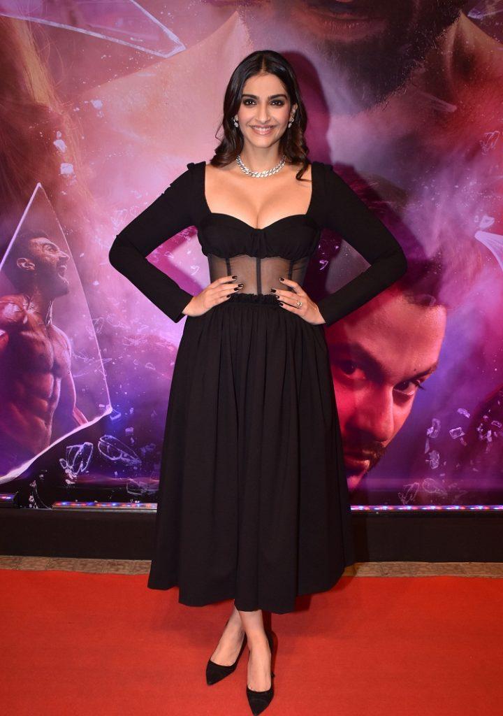 sonam kappor at malang movie screening