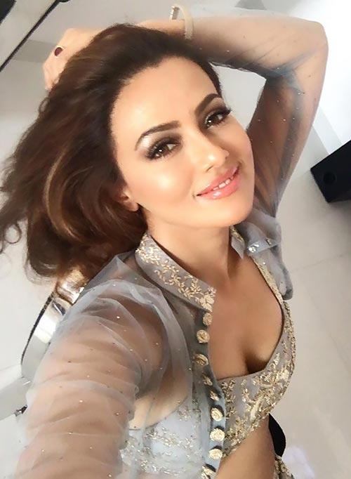 indian television actress sana khan hot pics instagram photos bollywood tadka