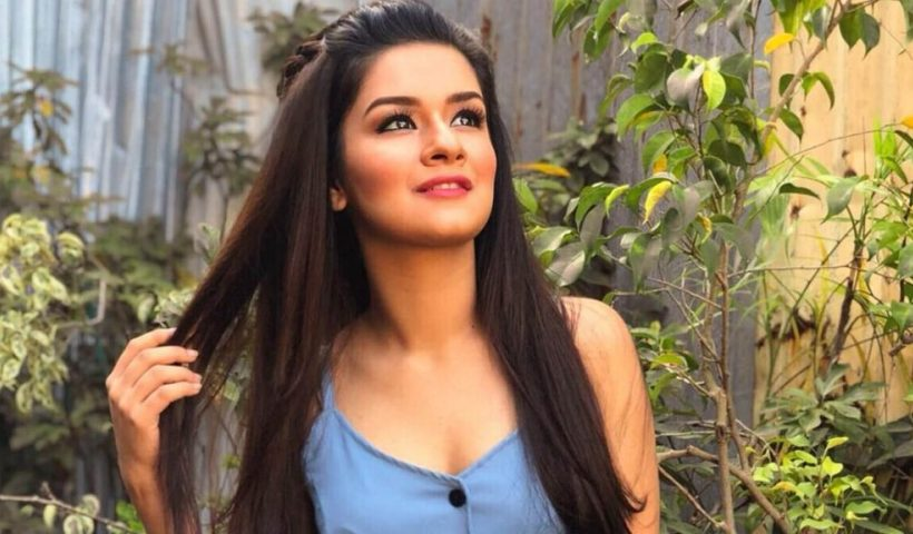 Avneet-Kaur-age-height-imagesphotos-bio-birthday-brother-family-boyfriend-education-net-worth-sister-hairstyle-details-address-twitter-instagram