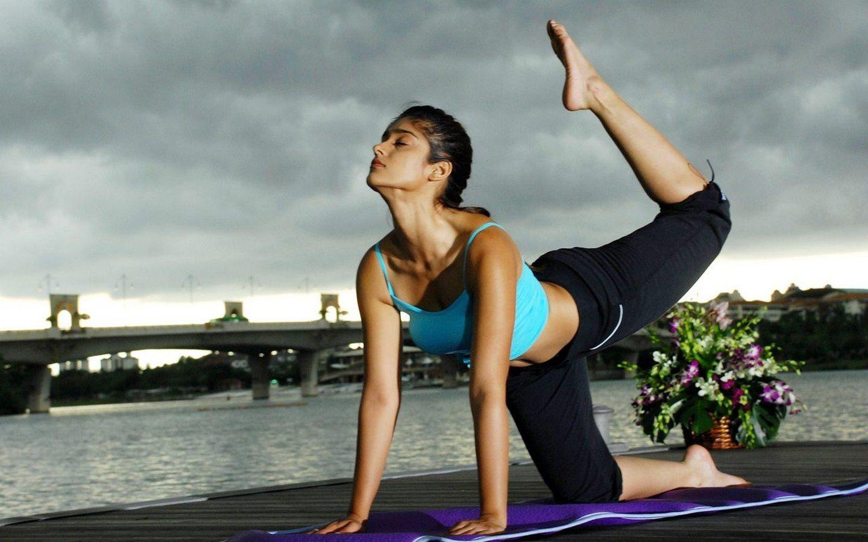 Jacqueline Fernandez Yoga Photos