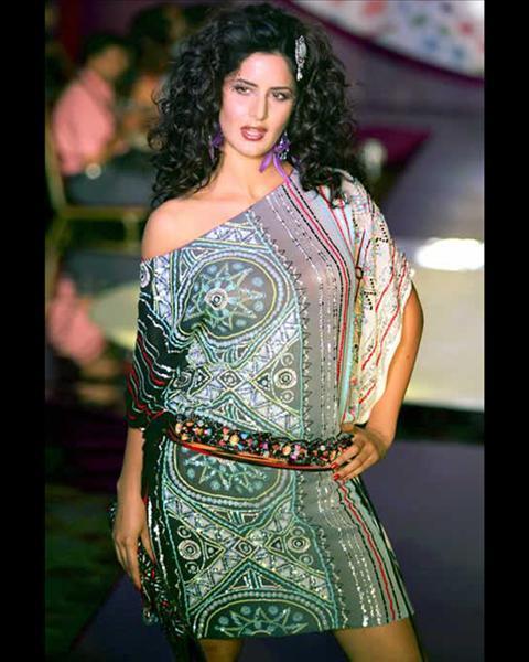 Katrina-Kaif-with-curly-hair-and-loud-make-up.