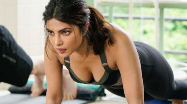 kareena kapoor showing her navel