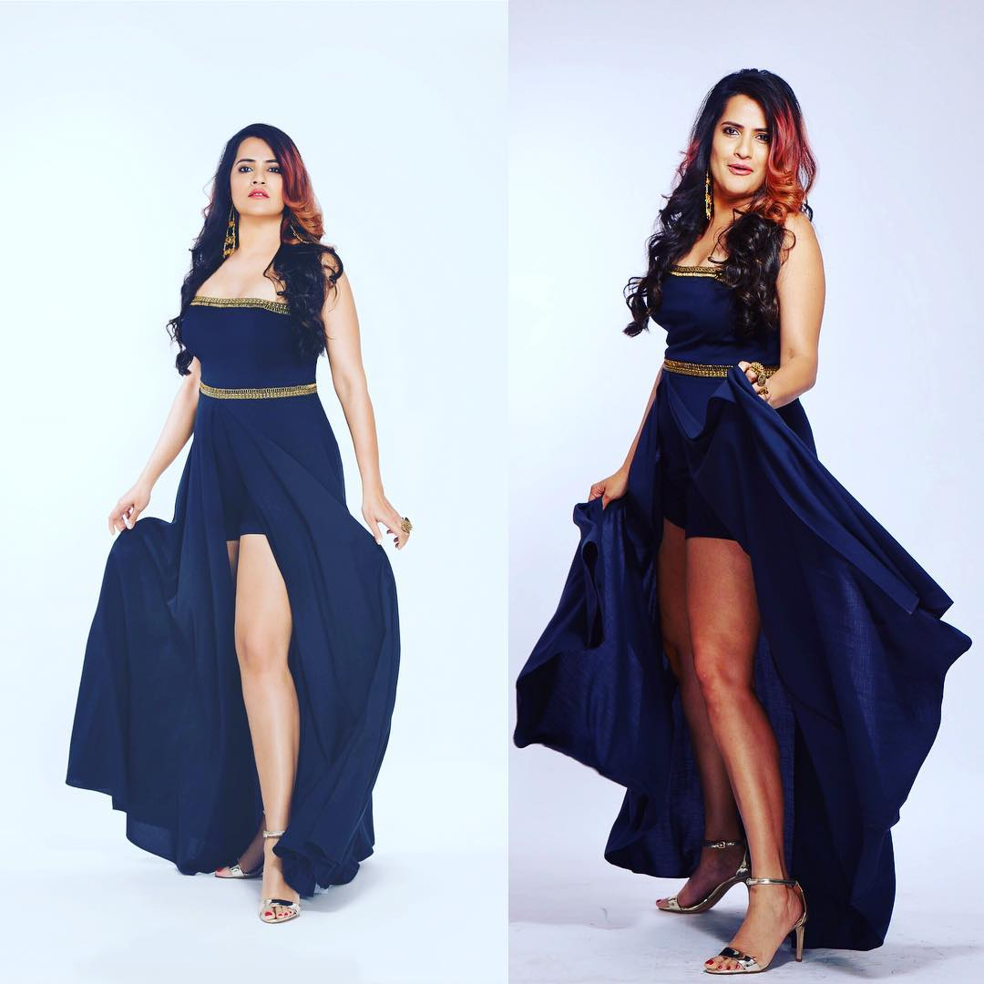 Sona Mohapatra Bold Pics