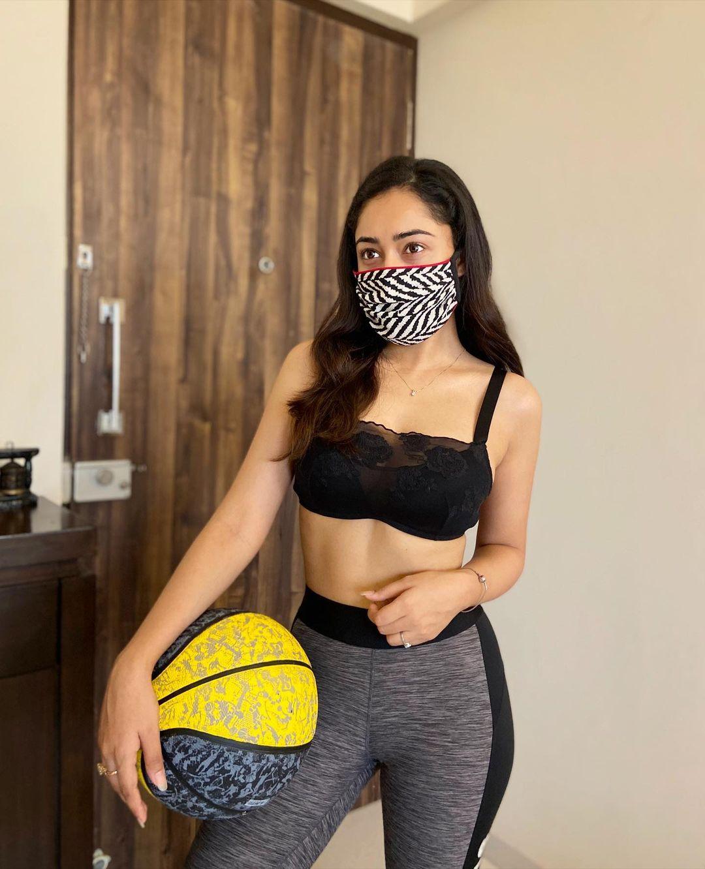 Tridha Choudhury Hot Bikini Photos2