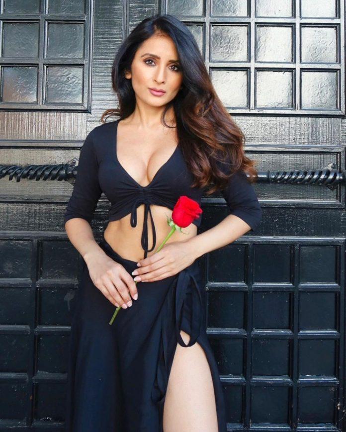 hollywood actress demi mann hot photos